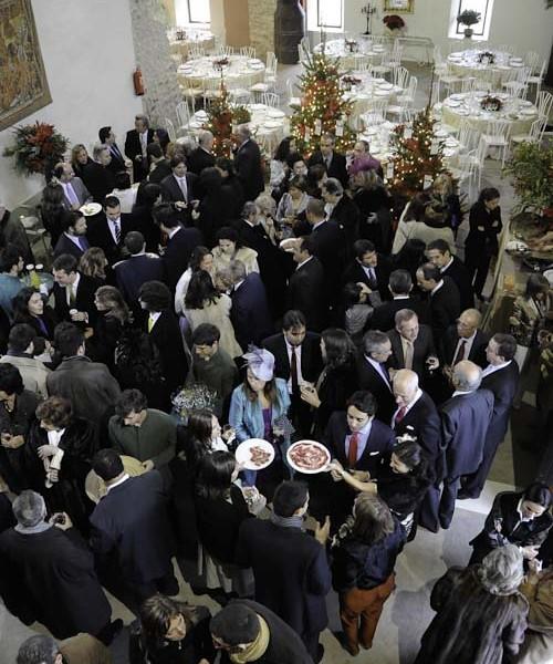 Invitados de boda felices: misión cumplida