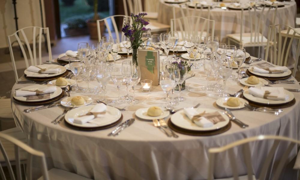 Cambia la imagen de tu boda con centros de mesa alternativos